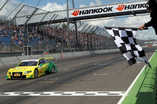 The chequered flag is waved for race winner Martin Tomczyk (GER), Audi Sport Team Phoenix.DTM, Rd4, Eurospeedway Lausitz, Germany, 18-19 June 2011.