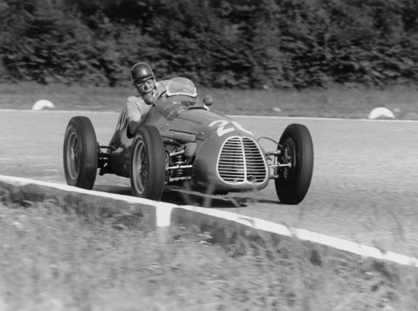 1952 Italian Grand Prix.Monza, Italy. 7 September 1952.Jose Froilan Gonzalez (Maserati A6GCM), 2nd position. Ref-52/48#19A.World Copyright - LAT Photographic