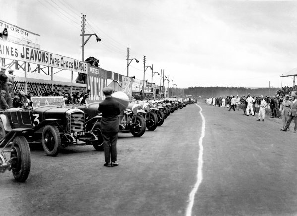 Le Mans, France. 12 - 13 June 1926. Drivers line up for the start. Peugeot 174S (no 3) and 3rd place finisher Lorraine-Dietrich B3-6 (no