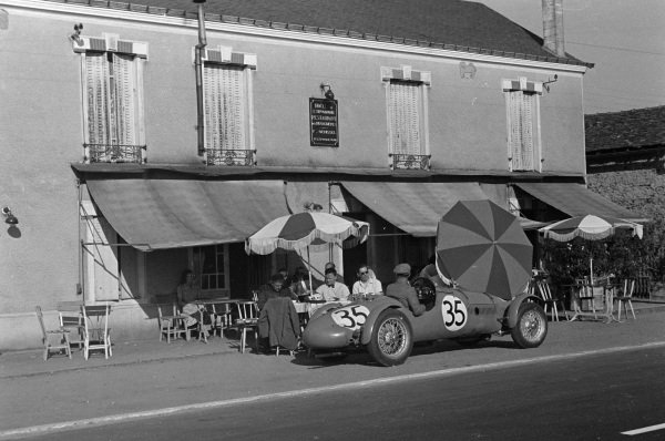 Eric Thompson / Jack Fairman, Ecurie Lapin Blanc, HRG 1500 LW Singer, at the Hippadrome restaurant and hotel on the Hunaudières..