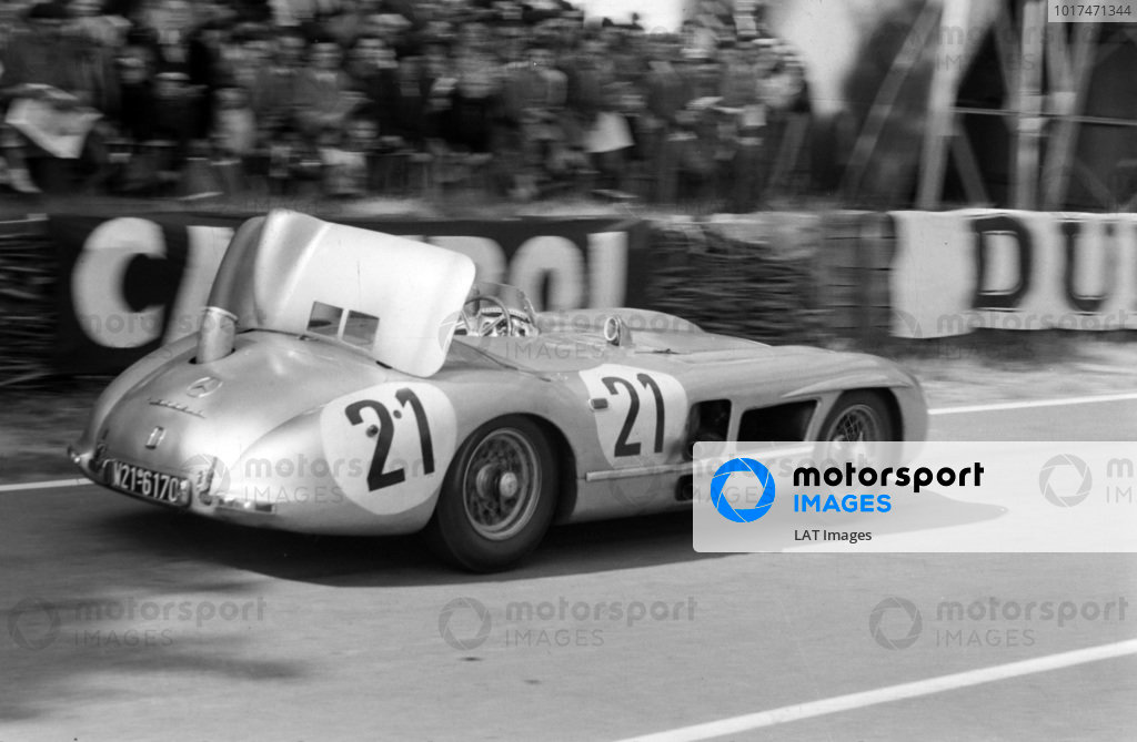 Karl Kling / André Simon, Daimler Benz AG, Mercedes-Benz 300 SLR, with the air brake deployed.