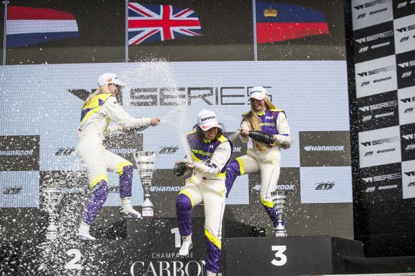 Jamie Chadwick (GBR) celebrates on the podium with Beitske Visser (NLD) and Fabienna Wohlwend (LIE)