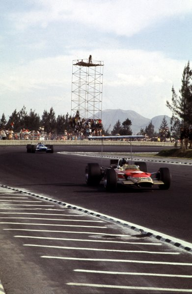 1968 Mexican Grand Prix.Mexico City, Mexico.1-3 November 1968.Graham Hill (Lotus 49B Ford) 1st position. World Champion.Ref-68 MEX 04.World Copyright - LAT Photographic