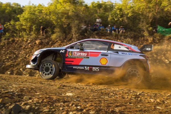 Andreas Mikkelsen, Hyundai Motorsport, Hyundai i20 Coupé WRC 2018, made a great start to Rally Turkey
