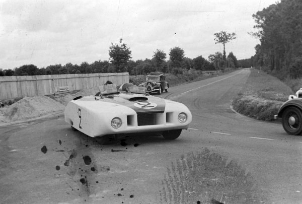 "Briggs Cunningham / Phil Walthers, Cadillac Spider ""Le Monstre"", on the public roads."