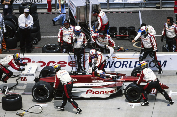 Alex Zanardi, Mo Nunn Racing, Reynard 01i Honda, makes a pitstop.