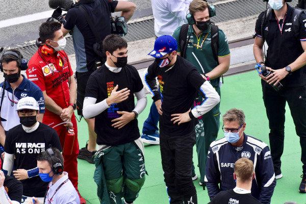 Lance Stroll, Aston Martin, talks with Esteban Ocon, Alpine F1, on the grid