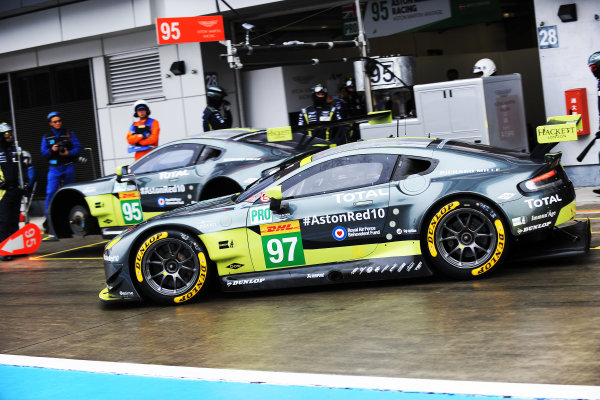 2017 FIA World Endurance Championship, Fuji, Japan. 13th-15th October 2017, #97 Aston Martin Racing Aston Martin Vantage: Darren Turner, Jonny Adam, Daniel Serra  World copyright. JEP/LAT Images