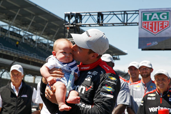 Verizon IndyCar Series Indianapolis 500 Carb Day Indianapolis Motor Speedway, Indianapolis, IN USA Friday 26 May 2017 Will Power, Team Penske Chevrolet celebrates winning the Pit Stop Competition with son Beau World Copyright: Phillip Abbott LAT Images ref: Digital Image abbott_indy_0517_28181