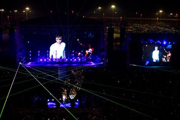 Bahrain International Circuit, Sakhir, Bahrain.  Saturday 15 April 2017. Enrique Iglesias performs at the F1 Concert. World Copyright: Sam Bloxham/LAT Images ref: Digital Image _W6I1673