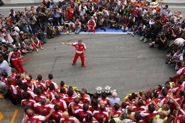 Race winner Fernando Alonso (ESP) Ferrari and the Ferrari team celebrate. Stefano Domenicali (ITA) Ferrari General Director in the middle. Formula One World Championship, Rd5, Spanish Grand Prix, Race Day, Barcelona, Spain, Sunday 12 May 2013.