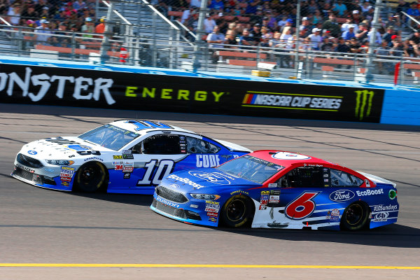 Monster Energy NASCAR Cup Series Can-Am 500 Phoenix Raceway, Avondale, AZ USA Sunday 12 November 2017 Danica Patrick, Stewart-Haas Racing, Code 3 Associates Ford Fusion and Trevor Bayne, Roush Fenway Racing, Ford EcoBoost Ford Fusion World Copyright: Russell LaBounty LAT Images