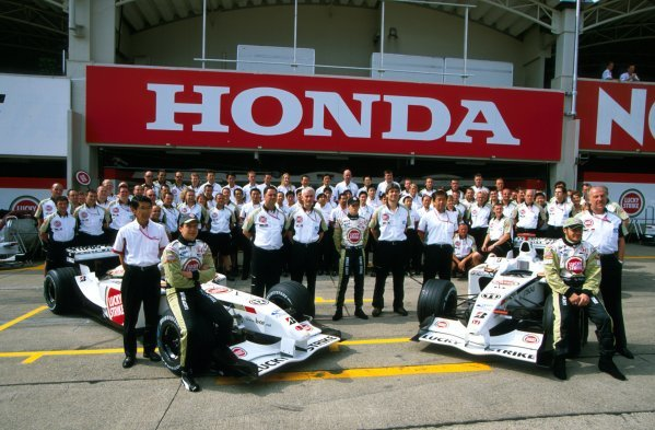 The BAR Honda team gather for an end of season group photograph.