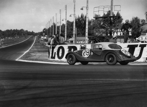 Le Mans, France. 23rd - 24th June 1962 Chris Lawrence/Richard Shepherd-Baron (Morgan Plus 4 Triumph), 13th position, action. World Copyright: LAT Photographic Ref:  Autocar Glass Plate C66341.