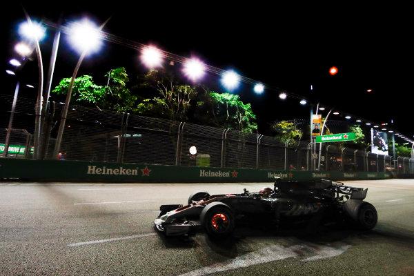Marina Bay Circuit, Marina Bay, Singapore. Friday 15 September 2017. Kevin Magnussen, Haas VF-17 Ferrari.  World Copyright: Glenn Dunbar/LAT Images  ref: Digital Image _X4I6817