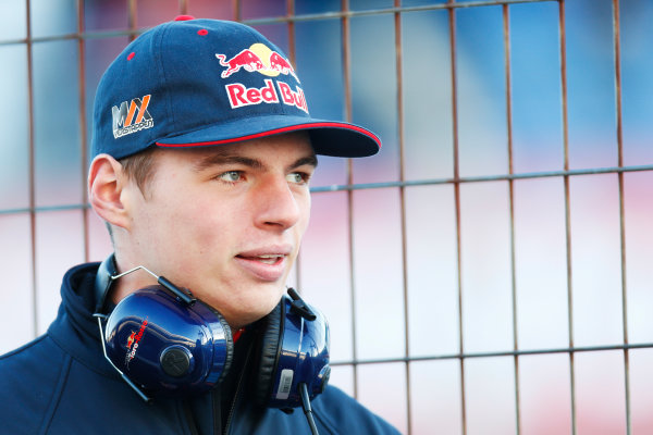 2015 F1 Pre Season Test 1 - Day 1 Circuito de Jerez, Jerez, Spain. Sunday 1 February 2015. Max Verstappen, Toro Rosso, on the pit wall. World Copyright: Alastair Staley/LAT Photographic. ref: Digital Image _79P8495