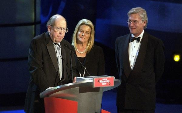 Bill France Jr (USA) honours RJ Renyolds CEO Andy Schindler (USA) at the end of the historic Winston sponsorship of Nascar.