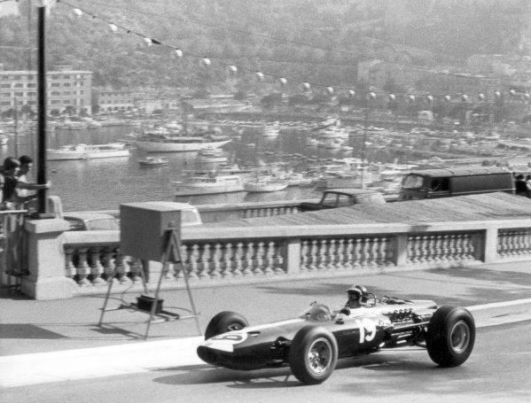 1966 Monaco Grand Prix. Monte Carlo, Monaco. 22 May 1966. Bob Bondurant, BRM P261, 4th position, action. World Copyright: LAT Photographic Ref: B/W Print