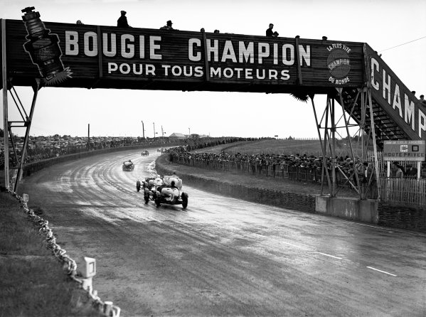 Le Mans, France. 15-16 June 1935.Gwenda Stewart/Charles Worth (#19 Derby), CT Thomas/M Kenyon (#32 Aston Martin Ulster) and PL Donkin/Douglas Hamilton (#31 Aston Martin Ulster)World Copyright: LAT PhotographicRef: Autocar Glass Plate C6534