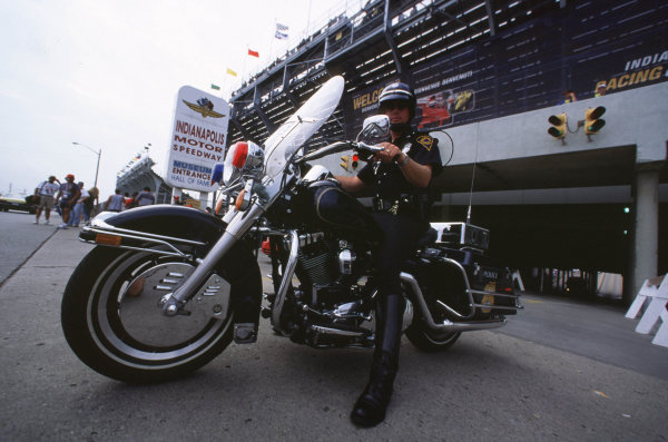 Indianapolis, Indiana, USA. 22-24 September 2000.A cop on his motorbike.Ref-2k USA A30.World Copyright - Coates/LAT Photographic