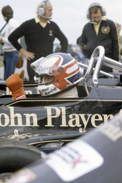 1981 Canadian Grand Prix.Montreal, Canada. 25-27 September 1981.Nigel Mansell (Lotus 87-Ford Cosworth), retired. In the pits with Colin Chapman and Peter Collins.World Copyright: LAT PhotographicRef: 35mm transparency 81CAN21