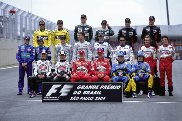 End of year group photo of the grid.