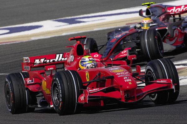 Felipe Massa, Ferrari F2007 leads Lewis Hamilton, McLaren MP4-22 Mercedes.