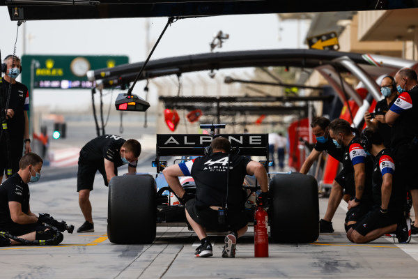 Fernando Alonso, Alpine A521, makes a pitstop
