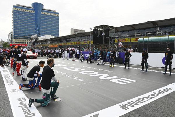 Drivers before the start. Sebastian Vettel, Aston Martin and Daniel Ricciardo, McLaren are in the foreground