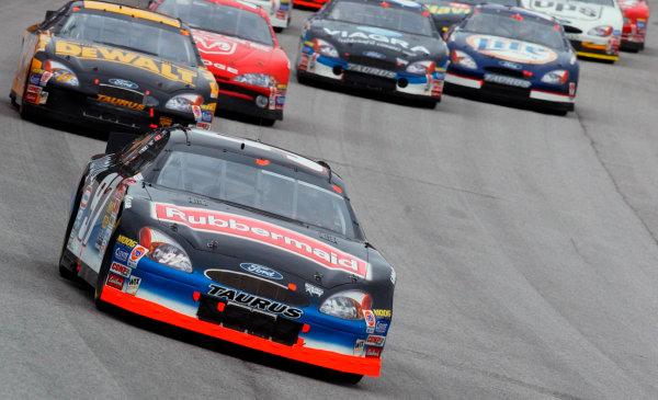 2002 NASCAR Atlanta Motor Speedway, October 25, 2002 NAPA 500/Aaron 's 312Kurt Busch leading into turn one,-Robt LeSieur2002LAT Photographic
