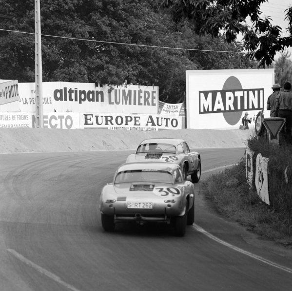Ben Pon / Heinz Schiller, Porsche System Engineering, Porsche 356B GS, follows Carel Godin de Beaufort / Gerhard Koch, Porsche System Engineering, Porsche 356B GS.