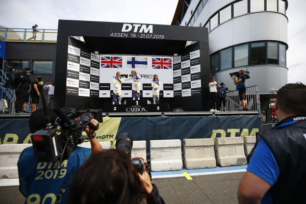 Emma Kimilainen (FIN) celebrates on the podium with Alice Powell (GBR) and Jamie Chadwick (GBR)