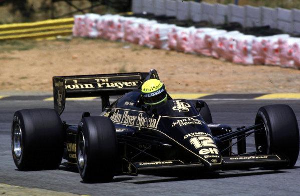 1985 South African Grand Prix.Kyalami, South Africa.17-19 October 1985.Ayrton Senna (Lotus 97T Renault).World Copyright - LAT Photographic