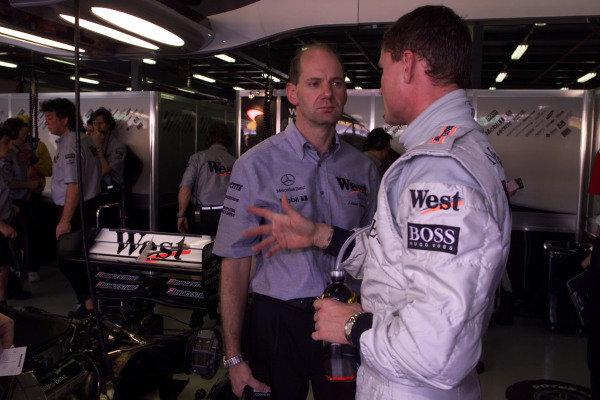 1999 Australian Grand Prix.Albert Park, Melbourne, Australia. 5-7 March 1999.David Coulthard (McLaren Mercedes-Benz) talks to Adrian Newey.World Copyright - Tee/LAT Photographic