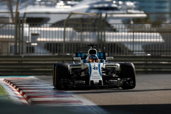 Yas Marina Circuit, Abu Dhabi, United Arab Emirates. Wednesday 29 November 2017. Sergey Sirotkin, Williams FW40 Mercedes.  World Copyright: Zak Mauger/LAT Images  ref: Digital Image _56I6407