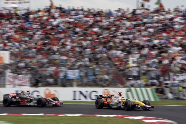 2007 French Grand Prix - Sunday RaceCircuit de Nevers Magny Cours, Nevers, France.1st July 2007.Giancarlo Fisichella, Renault R27, 6th position, leads Fernando Alonso, McLaren MP4-22 Mercedes, 7th position. Action. World Copyright: Andrew Ferraro/LAT Photographicref: Digital Image VY9E3386