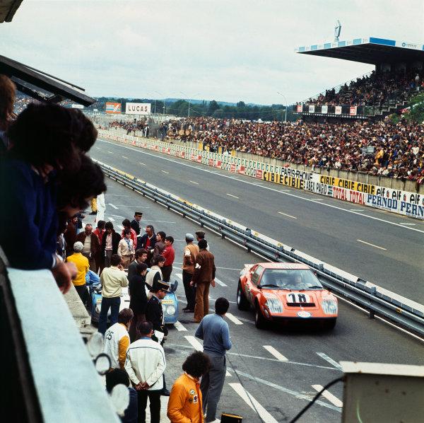 Le Mans, France. 9-10 June 1973 Claude Laurent/Martial Delalande/Jacques Marche (Ligier JS2 Maserati), 19th position, pit lane action. World Copyright: LAT PhotographicRef: 73MFLM