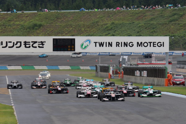2015 Super Formula Series. Motegi, Japan. 22nd - 23rd August 2015. Rd 4. Start of the race, action.  World Copyright: Yasushi IshiharaLAT Photographic. Ref: 2015SF_Rd4_001