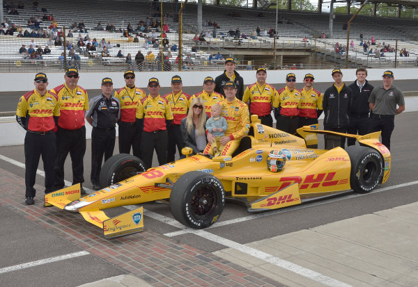 17-18 May, 2014, Indianapolis, Indiana, USA #28 Ryan Hunter-Reay, DHL Andretti Autosport with family and crew ©2014 Dan R. Boyd LAT Photo USA
