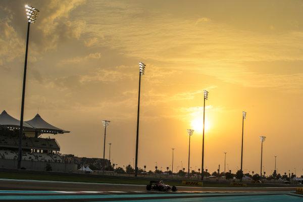 Yas Marina Circuit, Abu Dhabi, United Arab Emirates. Friday 25 November 2016. Daniil Kvyat, Toro Rosso STR11 Ferrari. World Copyright: Charles Coates/LAT Photographic ref: Digital Image AN7T2890