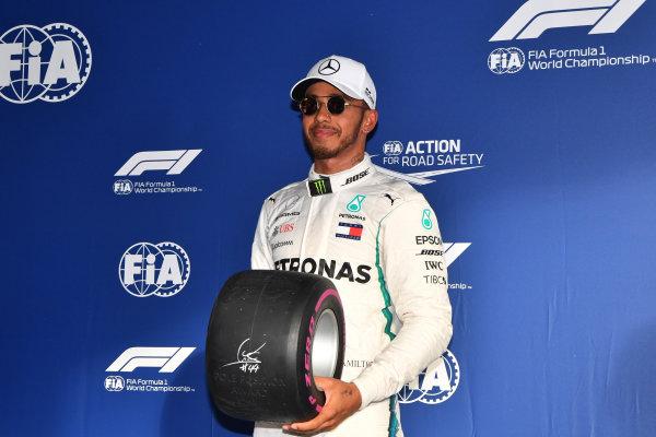 Pole sitter Lewis Hamilton (GBR) Mercedes-AMG F1 in parc ferme