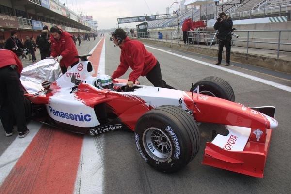 Allan McNish (GBR) Panasonic Toyota TF102Formula 1 Testing, 8 January 2002, Barcelona, Spain, Circuit de Catalunya.DIGITAL IMAGE