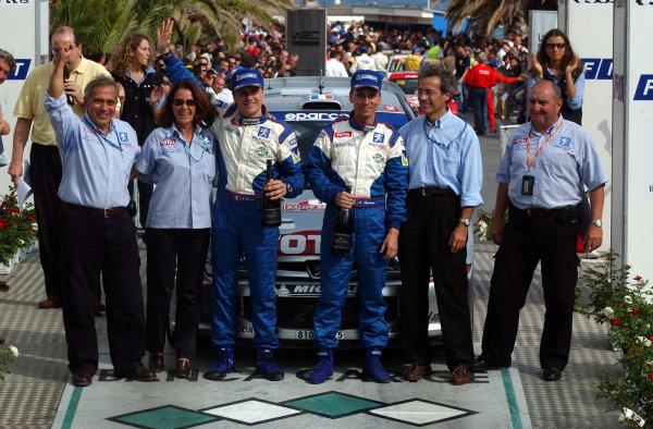 2002 World Rally Championship.Rallye d'Italia, 20-22 September.Sanremo, Italy.The Peugeot team celebrate on the podium .Photo: Ralph Hardwick/LAT