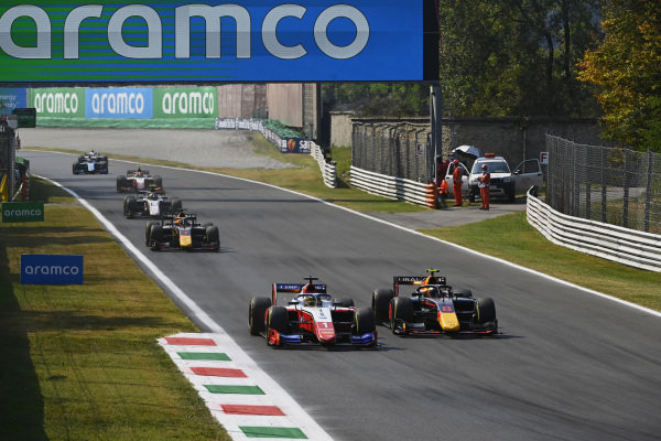 Robert Shwartzman (RUS, Prema Racing), leads Juri Vips (EST, Hitech Grand Prix), and Liam Lawson (NZL, Hitech Grand Prix)