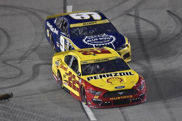 #22: Joey Logano, Team Penske, Ford Mustang Shell Pennzoil and #9: Chase Elliott, Hendrick Motorsports, Chevrolet Camaro Kelley Blue Book