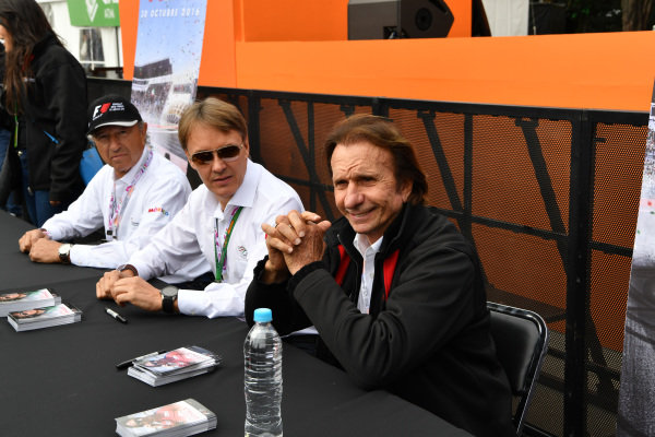 Jo Ramirez (MEX), Adrian Fernandez (MEX) and Emerson Fittipaldi (BRA) at Formula One World Championship, Rd19, Mexican Grand Prix, Practice, Circuit Hermanos Rodriguez, Mexico City, Mexico, Friday 28 October 2016.
