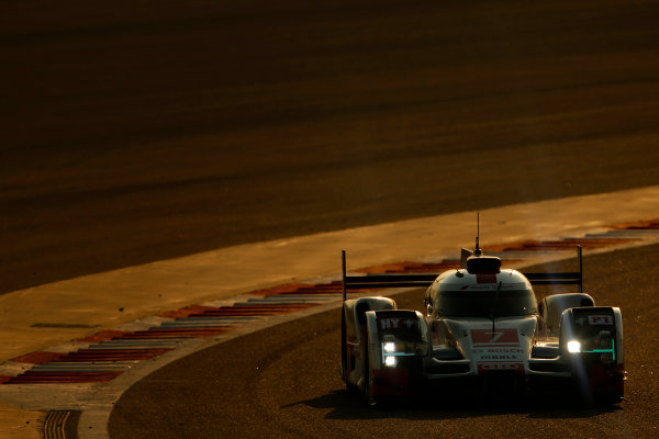 2015 FIA World Endurance Championship Bahrain 6-Hours Bahrain International Circuit, Bahrain Saturday 21 November 2015. Marcel F?ssler, Andr? Lotterer, Beno?t Tr?luyer (#7 LMP1 Audi Sport Team Joest Audi R18 e-tron quattro). World Copyright: Alastair Staley/LAT Photographic ref: Digital Image _79P0717
