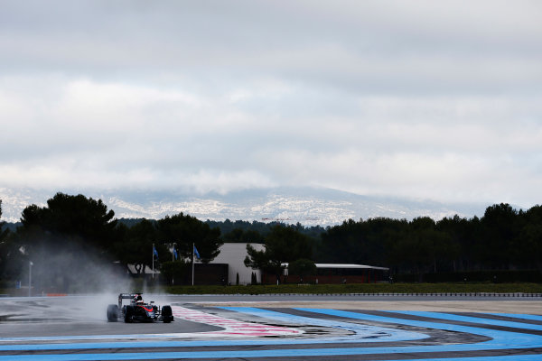 Paul Ricard, France. Tuesday 26 January 2016. Stoffel Vandoorne, McLaren MP4-30 Honda. World Copyright: Steven Tee/LAT Photographic ref: Digital Image _X0W7622