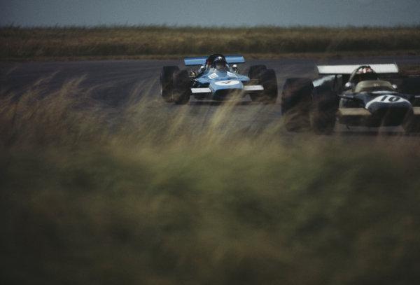 Jean-Pierre Beltoise, Matra MS84 Ford, follows Jo Siffert, Lotus 49B Ford.