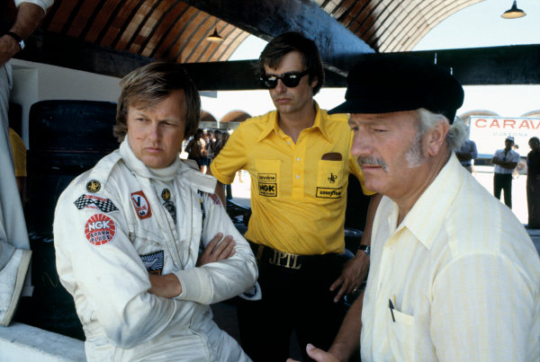 Jacarepagua, Rio de Janeiro, Brazil. 27-29 January 1978. Ronnie Peterson ( Lotus 78-Ford), retired, with Colin Chapman, portrait.  World Copyright: LAT Photographic. Ref: 78BRA28